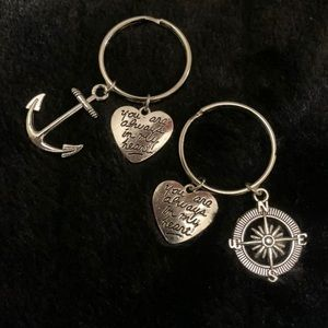 Set of 2 keychains - anchor and compass - NEW